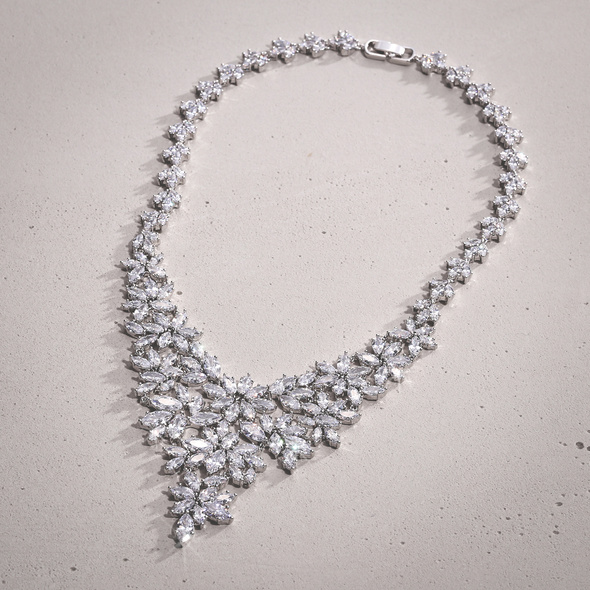Collier - Following Crystal